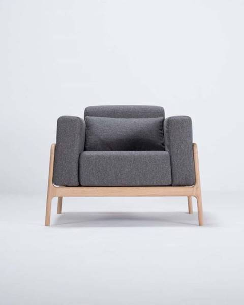 Gazzda Křeslo s konstrukcí z dubového dřeva s tmavě šedým textilním sedákem Gazzda Fawn