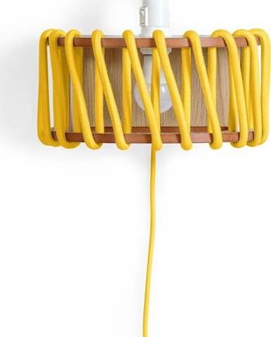 Žlutá nástěnná lampa s dřevěnou konstrukcí EMKO Macaron,délka30cm