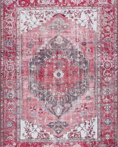 Červený koberec Universal Persia Red, 160 x 230 cm